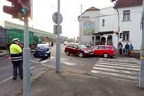 Karambol tří aut vyřadil z provozu Pekárenskou