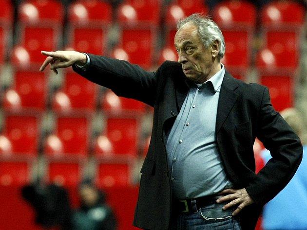 František Cipro dovedl už čtyři kola před koncem sezony fotbalisty Dynama k záchraně.