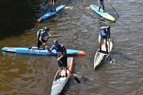 Třetí ročník závodu na paddleboardech na  úseku Vltavy Zlatá Koruna Boršov se konal v sobotu.