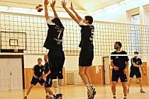 Netoličtí volejbalisté v minulém kole II. ligy bodovali v Dobříši, další body chtějí nyní doma proti Modřanům.