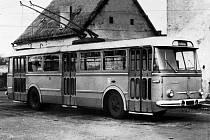 Trolejbus  Škoda Tr. 9, na konečné linky č. 1 v Rudolfově.