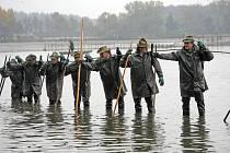 Na 800 hektarů rybníků spravuje firma Lesy a rybníky města České Budějovice. Ročně vyprodukuje 2500 metráků ryb. Ilustrační foto.