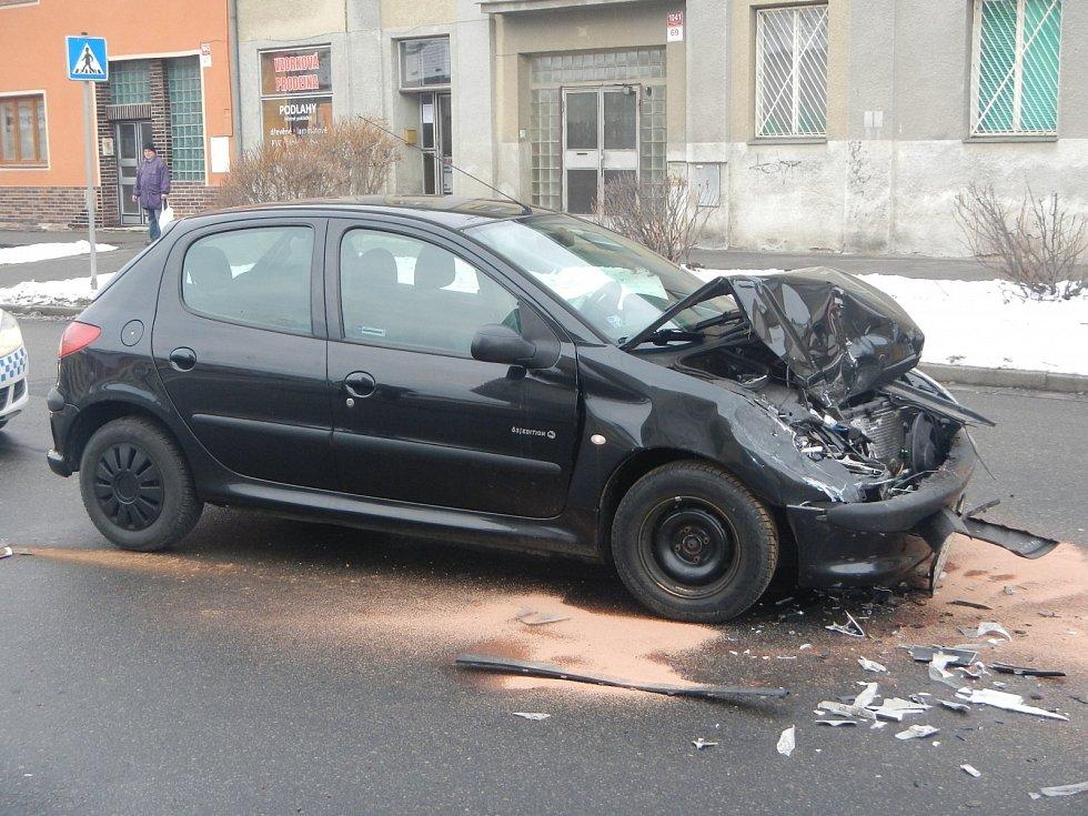 Dvě osobní auta se střetla v pátek hodinu před polednem v českobudějovické Ledenické ulici.