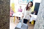 Ve volebním okrsku č. 24 v ZŠ Nová volí prý hlavně střední generace. Z mladší generace odvolila například Michaela Ševčíková.