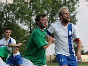 V bílém hrající Dolní Bukovsko doma se Suchdolem (2:2) zachraňovalo bod gólem Jiřího Kliky v 89. minutě, kdy hrálo bez dvou vyloučených.