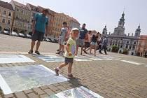 Fotografie Milana Bindera na  českobudějovickém náměstí Přemysla Otakara II