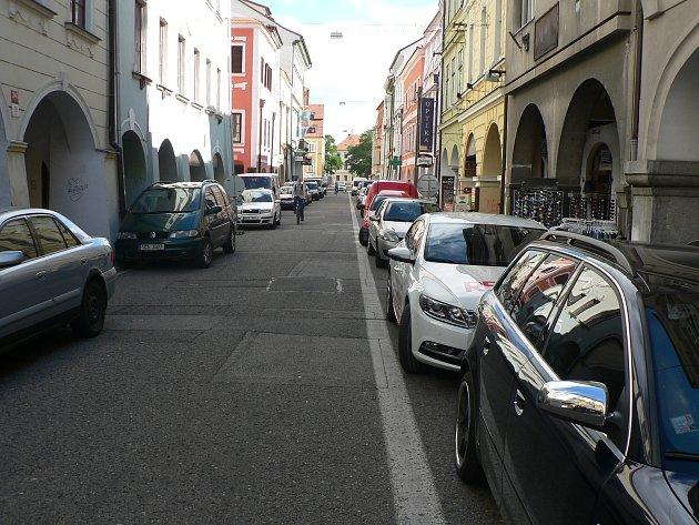 Krajinská ulice v Českých Budějovicích je pěší zónou. Ve vyhrazených časech je umožněno zásobování provozoven.