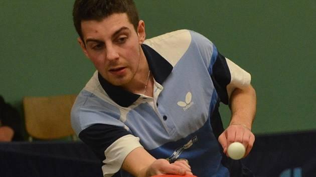 Pavel Kortus mladší v zápase o čelo III. ligy mezi stolními tenisty Pedagogu ČB a Čakovicemi (9:9) vyhrál všechny své čtyři dvouhry.