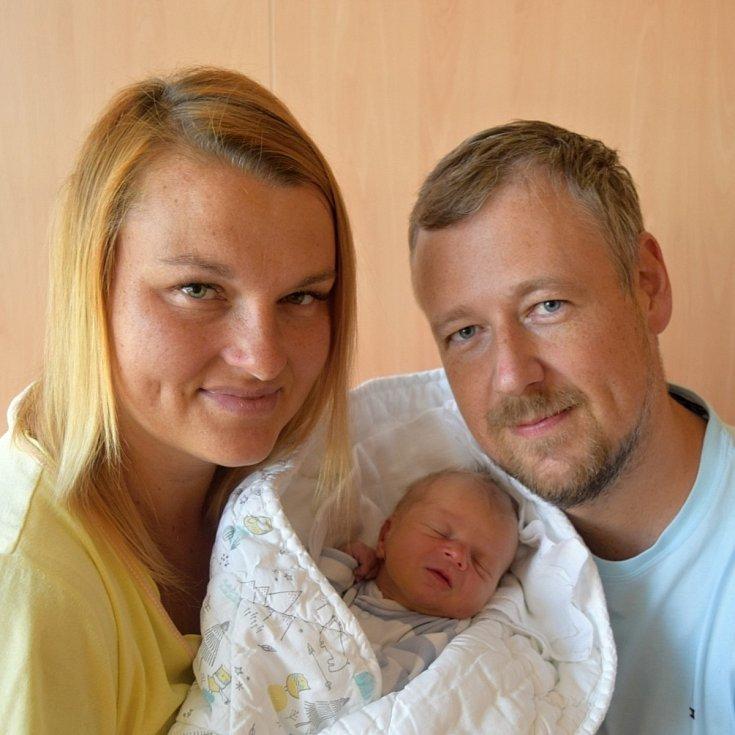Šimon Košťál z Milevska. Přišel na svět 6. září 2020 pět minut po páté hodině jako druhé dítě v rodině. Po narození vážil 3390 gramů, měřil 49 cm a doma už má čtyřletou sestřičku Elenku.