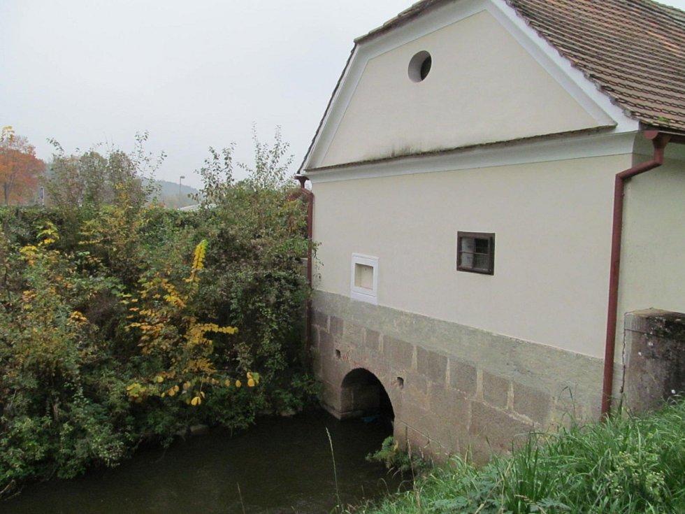 Oprava vodárny, která zásobuje vodou z Vltavy Státní zámek Hluboká.