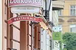 Restaurace otevřely své předzahrádky. Z restaurace U Koníčka nevyhnal hosty ani lehký déštíček.
