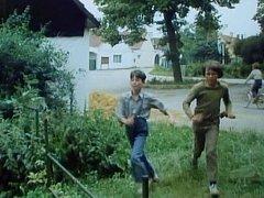 Záběr z filmu Páni Edisoni, který se natáčel na Strakonicku v obcích Čepřovice a Litochovice.