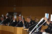 Několik desítek dobrovolných hasičů, kteří zastupovali sbory z celého jihočeského kraje, včera volilo v Českých Budějovicích nové vedení krajského sdružení.