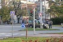 Havárie na Mariánském náměstí ve čtvrtek 7. 11. 2019 zablokovala dva jízdní pruhy a znamenala značné zdržení třeba pro MHD.