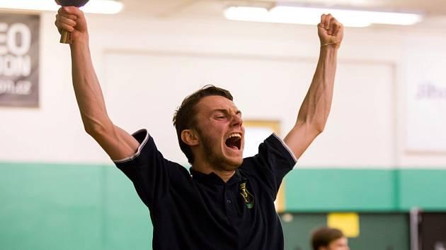 Nelíčená radost Filipa Kortuse poté, co otočil zápas se Šáleným. Pedagog zápas roku zvládl.