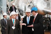 Premiér Petr Nečas při návštěvě jaderné elektrárny Temelín.