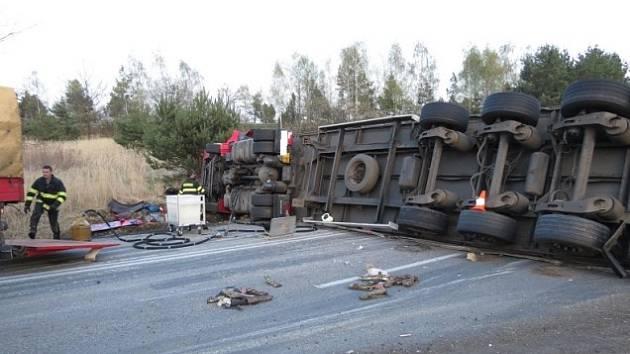 Kamion zablokoval silnici z Českých Budějovic na Kaplici.