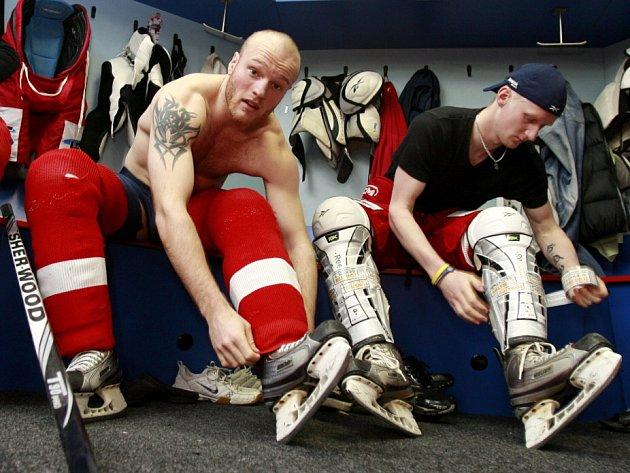 Pohled do šatny českobudějovických hokejistů při přípravách na playoff. Michael Kolarz