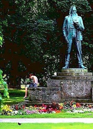 Autor hymny vlineckém parku.