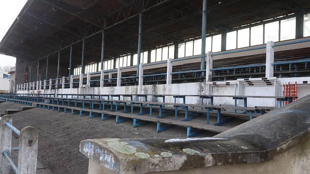 Příspěvek na novou tribunu slíbily budějovickému sportovišti město i kraj.