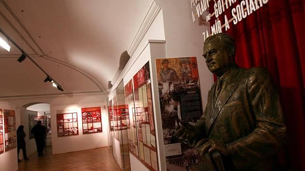 Novým ředitelem Regionálního muzea v Českém Krumlově se od 1. října stane Filip Lýsek, který sedm let pracoval na krajském odboru kultury. Snímek z výstavy Příběh města Český Krumlov, jež mapuje léta 1309 - 2009 ve 3300 dokumentech a fotografiích.