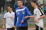 SK Čtyři Dvory (v bílém) porazil v I.A fotbalisty Ledenic 5:1.