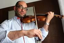 Jan Talich je šéfdirigent Jihočeské komorní filharmonie od roku 2008. Na housle hraje i v Talichově kvartetu. To, že je Talichova komorní filharmonie (TKF) nyní v konkursu, je podle něho vina posledních dvou manažerek. TKF dluží 3,3 milionu korun.