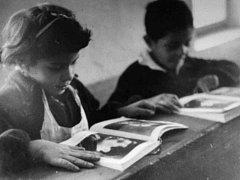 V Krumlově se na festivalu Jeden svět promítal film o škole v Květušíně, kam v 50. letech chodili romští žáci s cílem, aby je škola převychovala. Na projekci se 20. března sešli autoři filmu i jeho protagonisté.