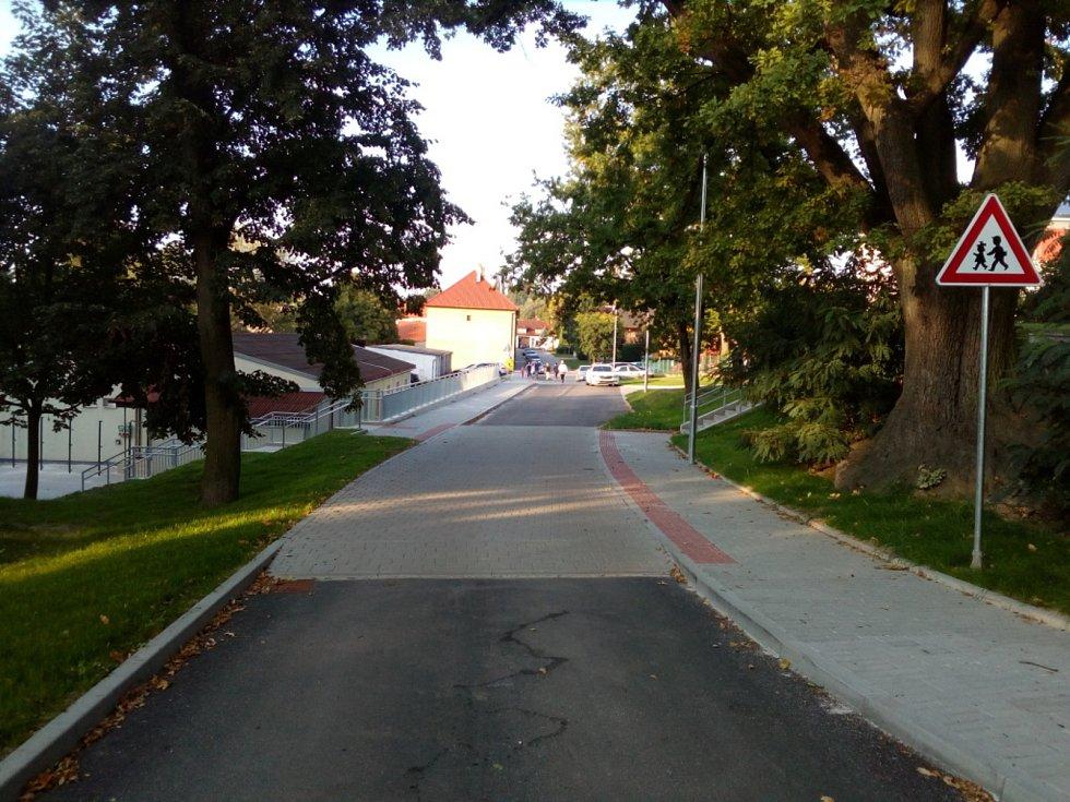 Ledenice v současnosti a v minulosti. Školní ulice.