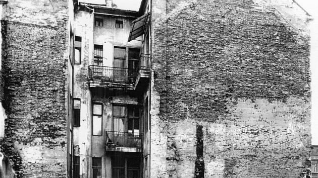 Kristinusův dům zezadu v roce 1986.