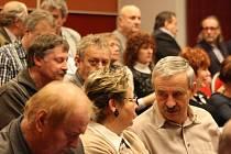 Krajští radní rokovali se starosty na Malé scéně budějovického Metropolu.