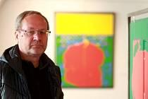 Kurátor Vlastimil Tetiva, který 37 let pracoval v Alšově jihočeské galerii.