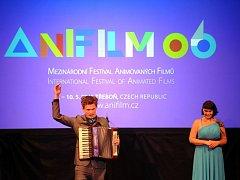V Třeboni začal 5. května Anifilm, mezinárodní festival animovaných filmů. Na snímku moderátoři Tomáš Měcháček a Perla Kotmelová.
