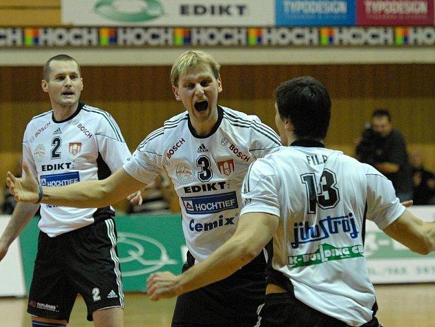 Jihostroj České Budějovice (zleva) Čajan, Mach a Fila