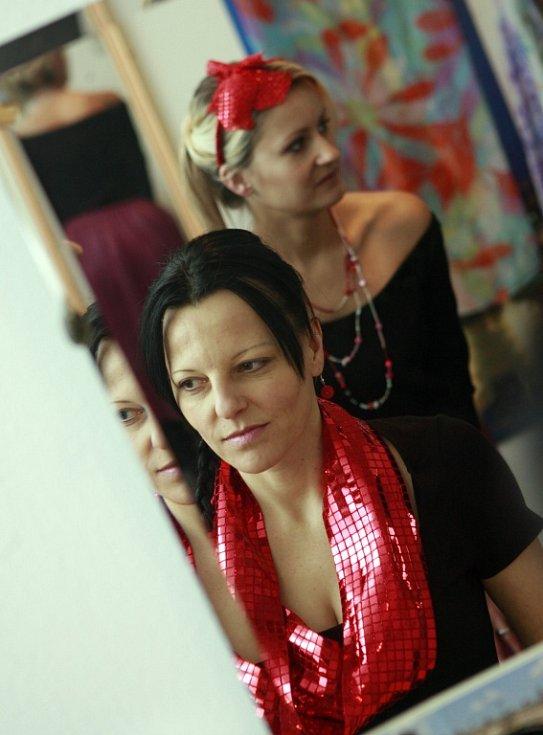 Oděvní výtvarnice Nicole Matéffy z Českých Budějovic, ušila svou první valentýnskou kolekci.