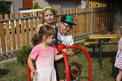 O děti je v Pištíně dobře postaráno.