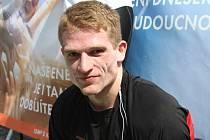 Hokejista Martin Semrád v cíli závodu RunTour.