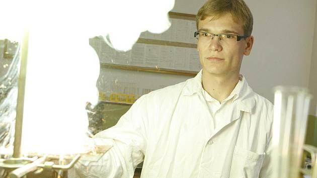 Pavel Švec z budějovického gymnázia v Jírovcově ulici získal bronz na mezinárodní chemické olympiádě v Anglii.