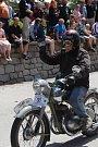 Závod historických nablýskaných aut a motocyklů S kopce do kopce odstartoval v sobotu odpoledne na návsi ve Svatém Janu nad Malší.