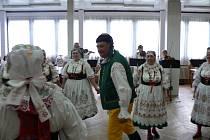 Kroje a tanec, písničky a muzika, to je už 35 let Blaťácký soubor písní a tanců ze Ševětína. Ukázalo se to i v sobotu, kdy soubor slavil své kulaté jubileum. Po odpoledni plném folkloru nechybělo večer vzpomínání na uplynulá léta.