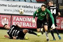 Fotbalisté Dynama na úvod jarní části II. ligy zklamali a po špatném výkonu s Varnsdorfem padli 0:1 (brankář hostí Samoel zasahuje před Šourkem, přihlíží Wermke.