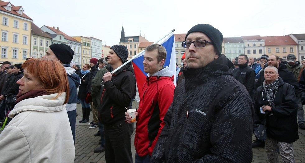 """Na demonstraci """"Islám v ČR nechceme"""" přišly stovky účastníků."""