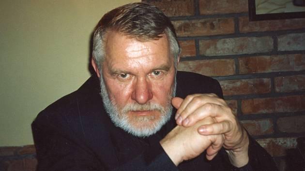 """""""Milan Maryška byl velký umělec a bohém,""""  vzpomíná na svého kolegu  a kamaráda válečný zpravodaj a senátor Jaromír Štětina."""