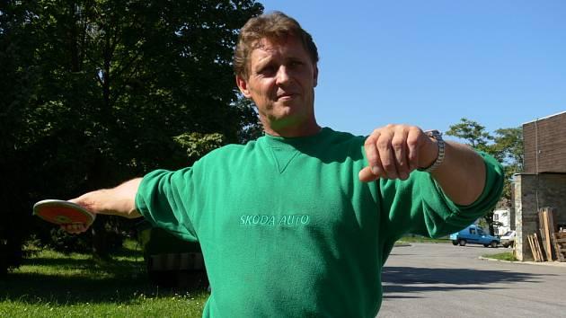 Zkušený Josef Štiak ubezpečuje, že ani po neúspěchu na MS na Novém Zélandu nezanechá sportovní činnosti. Láká ho olympiáda v Londýně v roce 2012.
