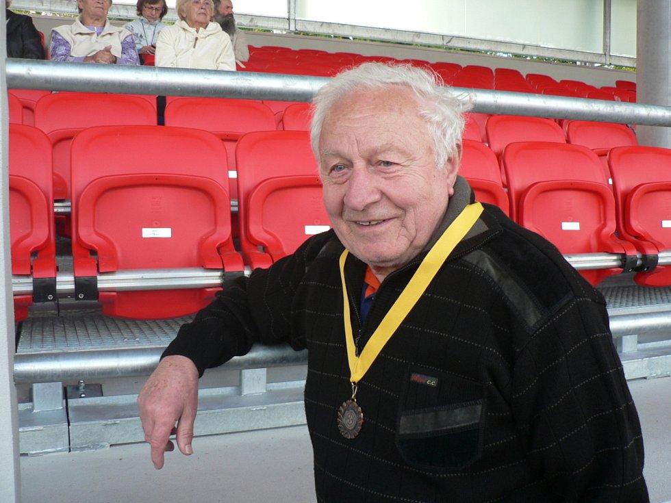 Na Sokolském ostrově v Českých Budějovicích byla při sportovním dnu představena 19. září 2019 i rekonstruovaná tribuna. Jan Janát přispěl na sedačky i za zesnulé kamarády.