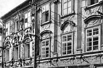 Domy číslo 12 a 14 v Široké ulici v roce 1960.