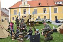 Slavnostní salvy, odhalení pomníku obětem 1. světové války nebo vojenské ležení. Tak vypadala v roce 2018 v Nových Hradech připomínka sto let vzniku Československa. V roce 1918 bylo obnoveno také Polsko.