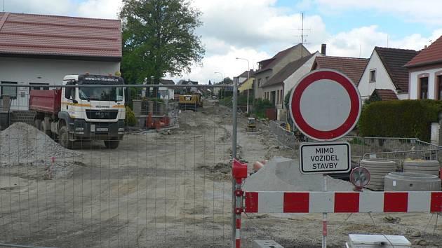 Úplně uzavřena je silnice mezi Ločenicemi a Svatým Janem nad Malší.
