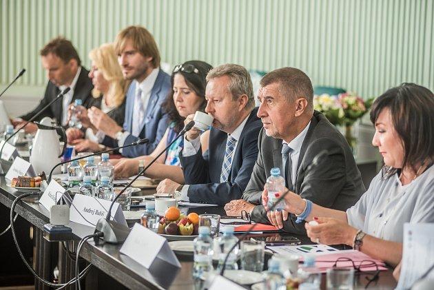 Vláda v demisi jednala na Krajském úřadě Jihočeského kraje.