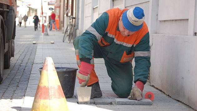 Opravy ulic v příštím roce? Horní a Dolní Česká, Veselá nebo Jezuitské náměstí